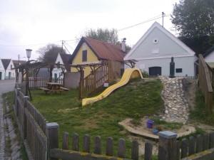 Hřišťátko mezi sklepy v obci Falkenstein kousek za hranicemi