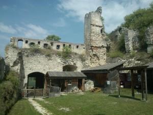 Zřícenina hradu Falkenstein kousek za hranicemi